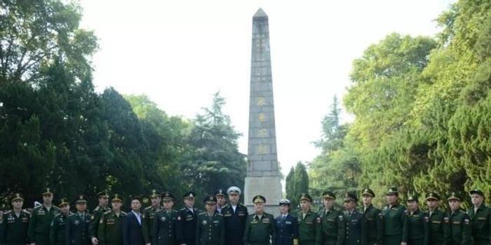 军运会开幕日早上 俄罗斯大将特意来这里铲起一抔土