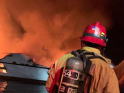 美国加州大火恐致逾30人遇难 搜救暂停