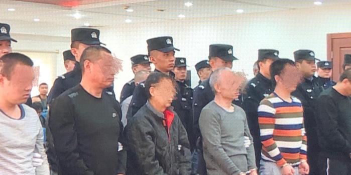涉雇医托拉病人诈骗 北京中医诊所老板等16人受审