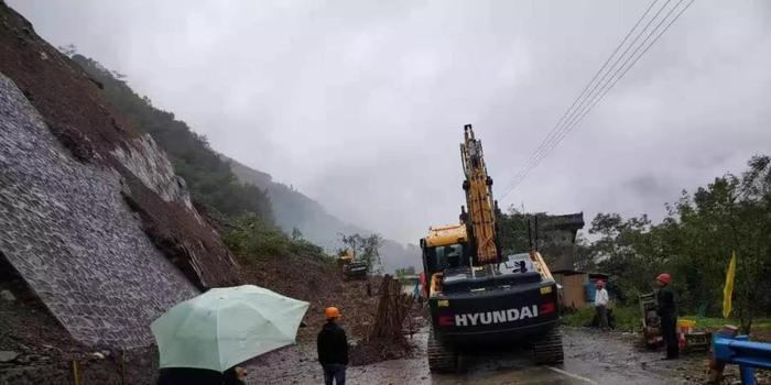 陕西岚皋发生山体塌方 附近居民已撤离