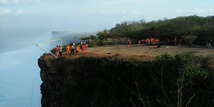 游客巴厘岛自拍坠崖下落不明 搜寻工作仍在进行