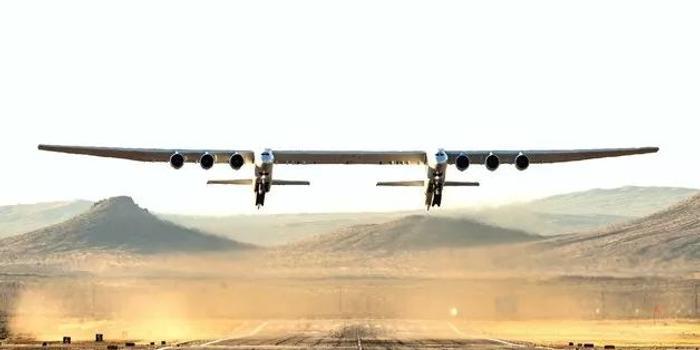 世界最大飞机首飞成功 背后是这位亿万富翁的梦想