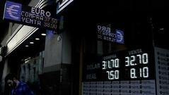 狂泻12%!阿根廷求IMF加速放贷 比索闪崩再创新低