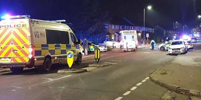 英国学校附近汽车冲撞人群1死5伤 司机逃逸