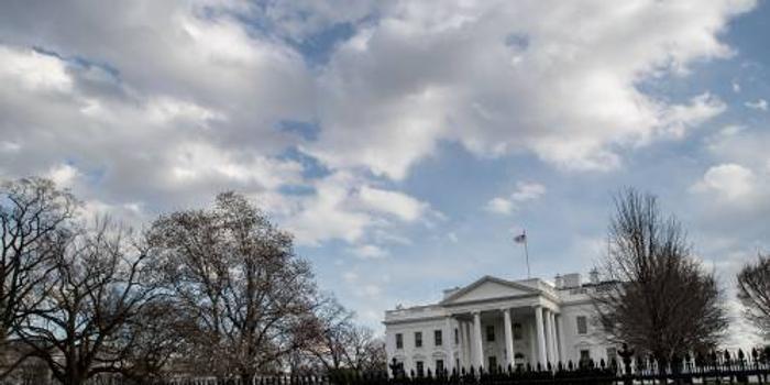 外媒:避免政府关门 特朗普急签临时拨款法案