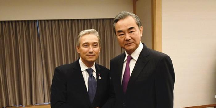 王毅会见加外长 后者称愿共同努力处理有关问题