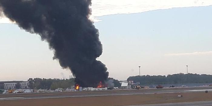美国一架老式飞机在康涅狄格州坠毁 多人受伤(图)