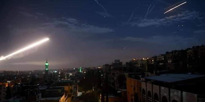 以色列大规模空袭叙利亚首都 报复叙火箭弹袭击