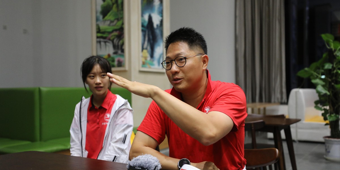 """香港同胞参与游行 高声喊出""""祖国我爱你"""""""