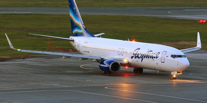 一架波音737-800型飞机在俄罗斯迫降 疑因引擎故障
