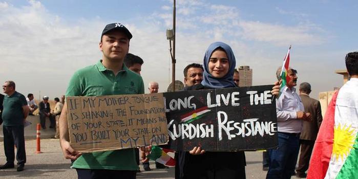 伊拉克库尔德人游行抗议土耳其军事行动