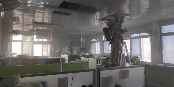 台南市环保局大楼冒烟 疑电线走火无人伤亡