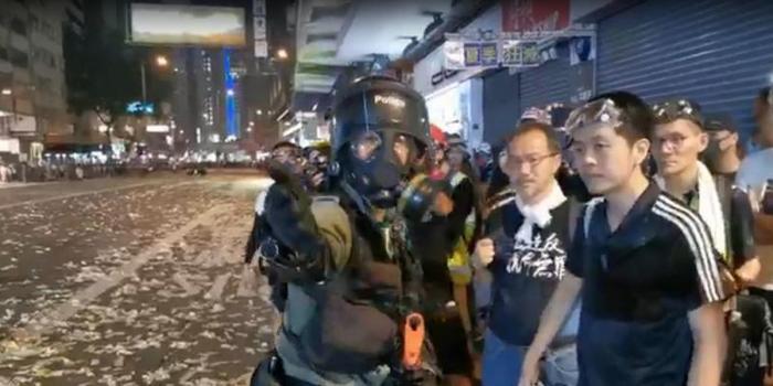 对香港警方这个提议 反对派议员连连摆手秒变怂