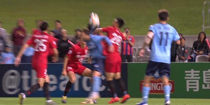 GIF:贺惯手球送点手球罚进,上港1-2悉尼对手好看图片