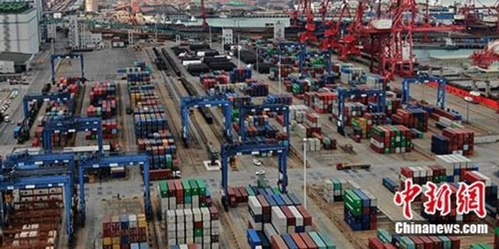 海关总署:中国前10个月贸易顺差2.35万亿 扩大42.3%