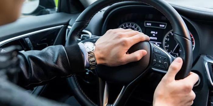 """小汽车驾照""""全国通考"""":大城市驾校收费高会结束吗"""
