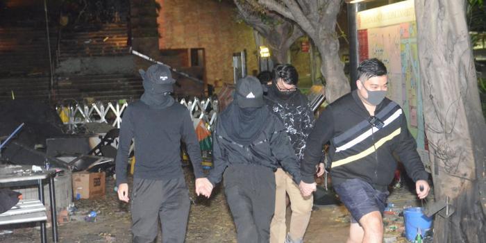 港媒:香港理工大学又有2暴徒离开 或有20人在校躲藏
