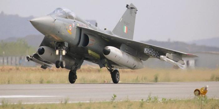 印度空军大手笔采购近300架战机 全部要国产货