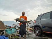 """印尼强震千余人遇难 灾区满目疮痍成""""人间地狱"""""""