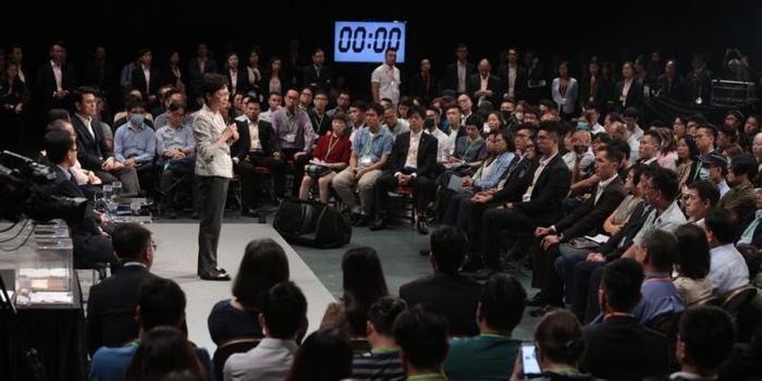 林郑月娥首场社区对话会 市民这句话博得热烈掌声