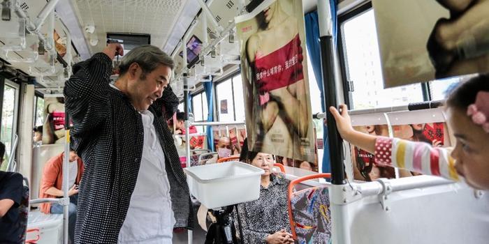 坐車不買票但留一綹發 杭州巴士為癌癥患者做假發