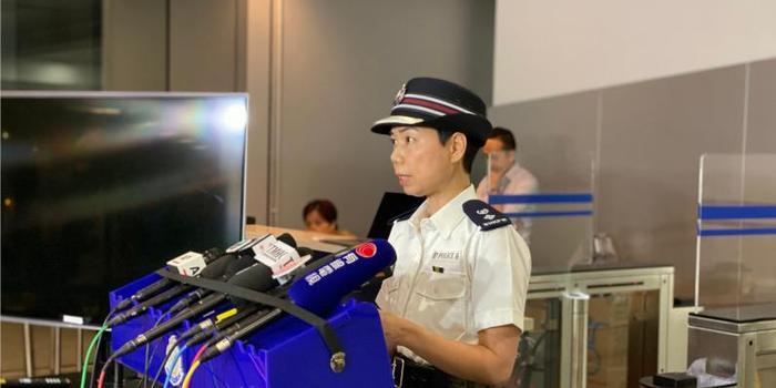 香港警方记者会:有便衣被暴徒围殴 警员曾开一枪