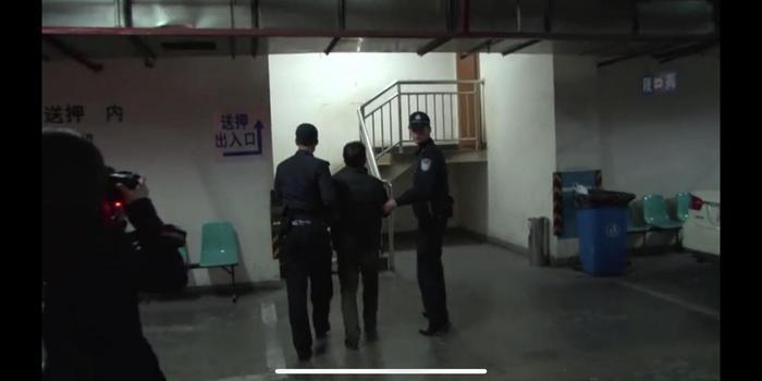 老赖乘火车时被查 乘警:法官站台上等你很久了