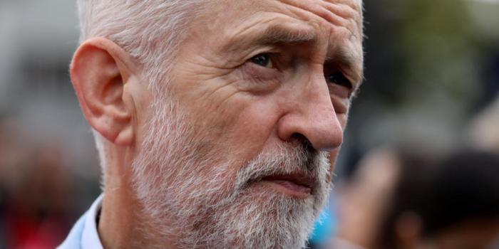 英国工党领袖批约翰逊:你利用女王谋取政治利益