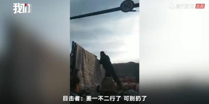 哈尔滨一城管怒摔商贩3袋苹果 官方回应