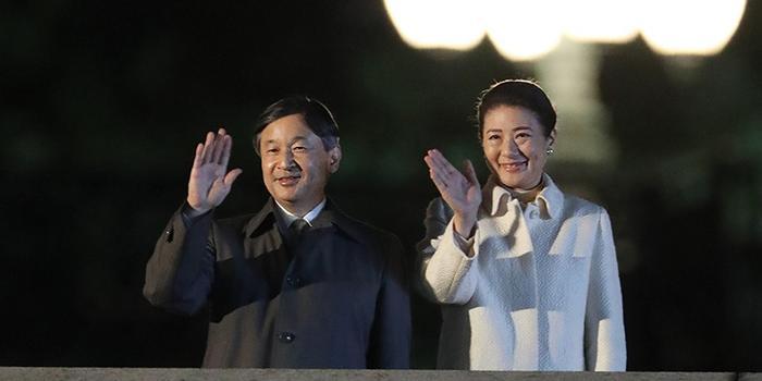 """日本办""""国民祭典""""庆祝天皇即位 3万人三呼万岁"""