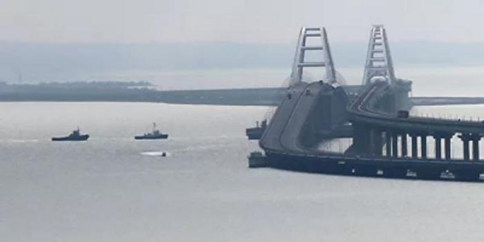 俄归还所扣押乌克兰军舰 乌总统:船上少了点武器