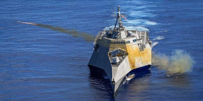 美军濒海战斗舰在西太平洋发射海军打击导弹