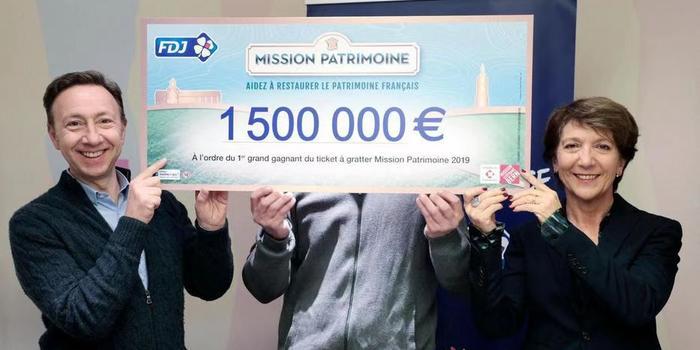 法国青年中150万欧元大奖 称将继续工作