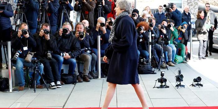 腾讯分分彩_英国首相抵柏林参加脱欧谈判 默克尔却没出来迎接