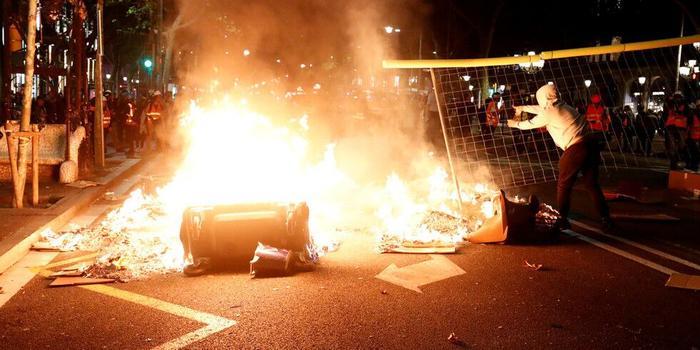 西班牙巴塞罗那又发生骚乱 2人被捕30人受伤