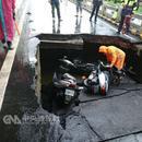 臺灣台南一地下道發生坍方 3名摩托車駕駛員受傷