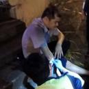 台湾通缉犯驾车冲撞警察逆行 警察鸣枪追踪擒人