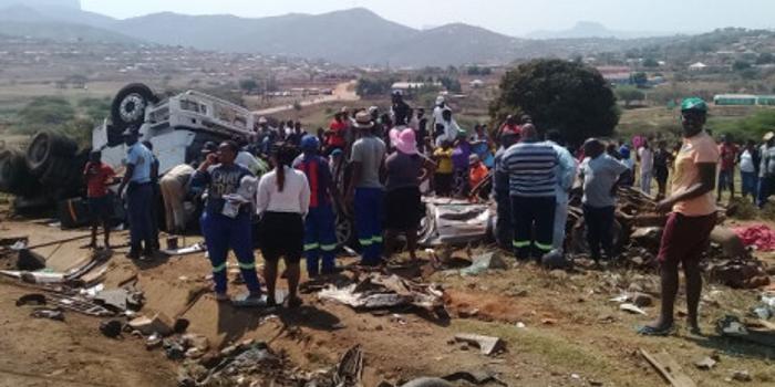 南非德班市附近发生一起严重交通事故 致6死8伤