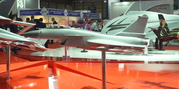 中国明星军机亮相迪拜航展 除歼10CE外还有这些战机