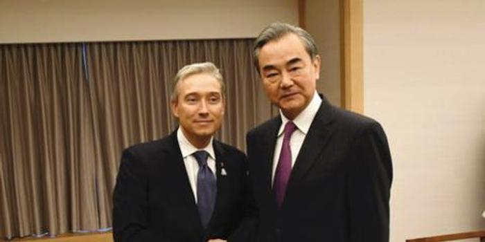 王毅会见加拿大外长:中加关系遇困难症结在这儿