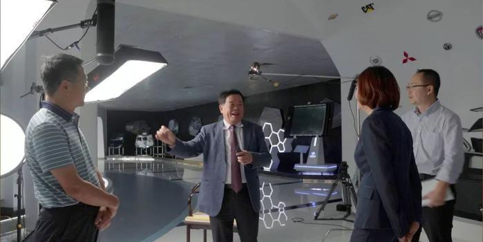 曹德旺:企業出去了要記住回來 因為你是中國人