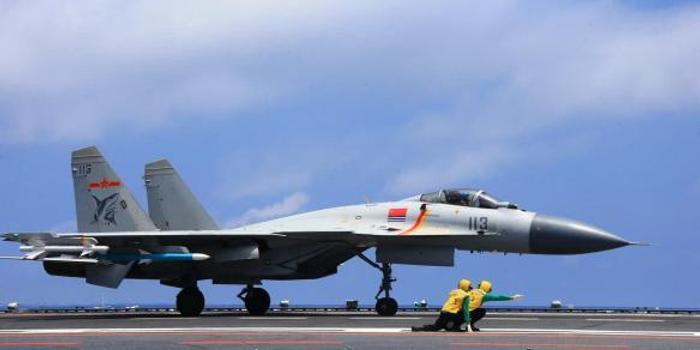 简氏:中国歼15D换新涂装实战测试 机头拆除3款设备