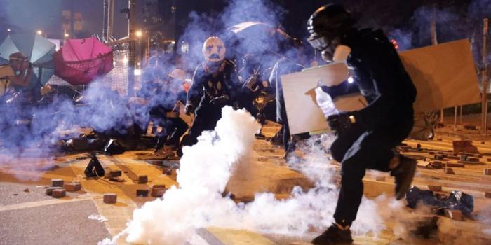 驻港自由记者:香港的高等教育课程被美国组织操控