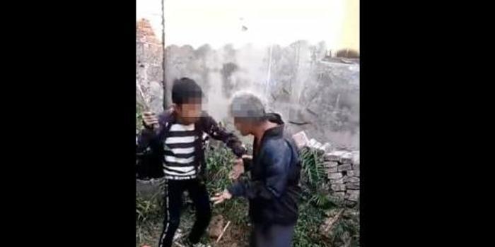广西桂林多名少年围殴智残老人:为寻刺激(图)