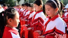 万达就红领巾上印广告公开道歉:菏泽总经理等被解聘