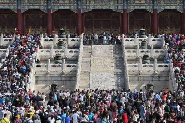 """""""五一""""预计1.3亿人次出游 国家旅游局提醒错峰出行"""