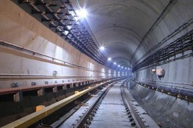 青岛地铁11号线隧道发生翻车事故 造成3人死亡
