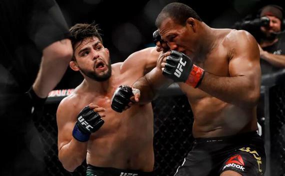 """盖斯特鲁姆在UFC224中战胜了巴西名将""""鳄鱼""""索萨"""