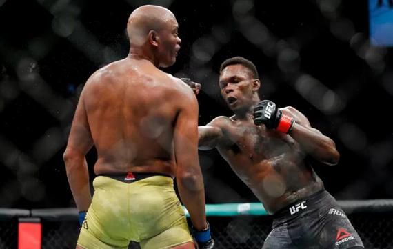 UFC234综述:新老站立对决 阿迪萨亚一致判定击败席尔瓦