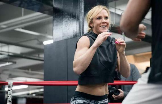 前UFC女子雏量级冠军霍莉-霍尔姆